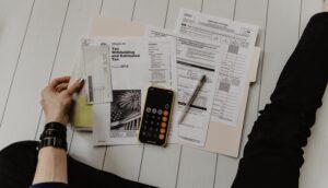 Ska du betala av dina lån eller investera?